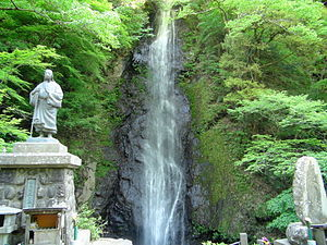 300px-Shiraito_waterfall_in_the_foot_of_the_Mt.Shichinen-san[1].jpg